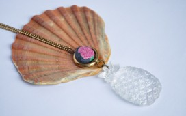 Necklace pinneapple button_1500x1000